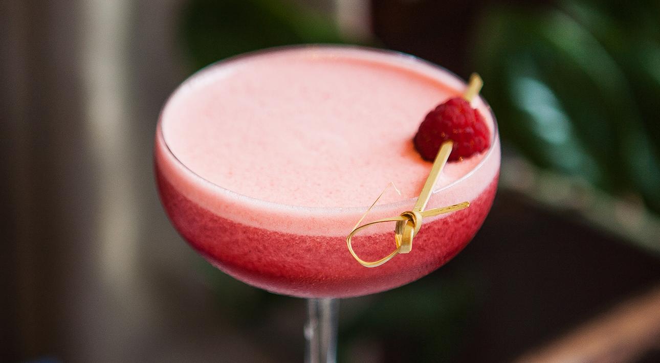 Гастрономический фестиваль «Ешь! Смотри! Люби!»: рецепты лучших коктейлей