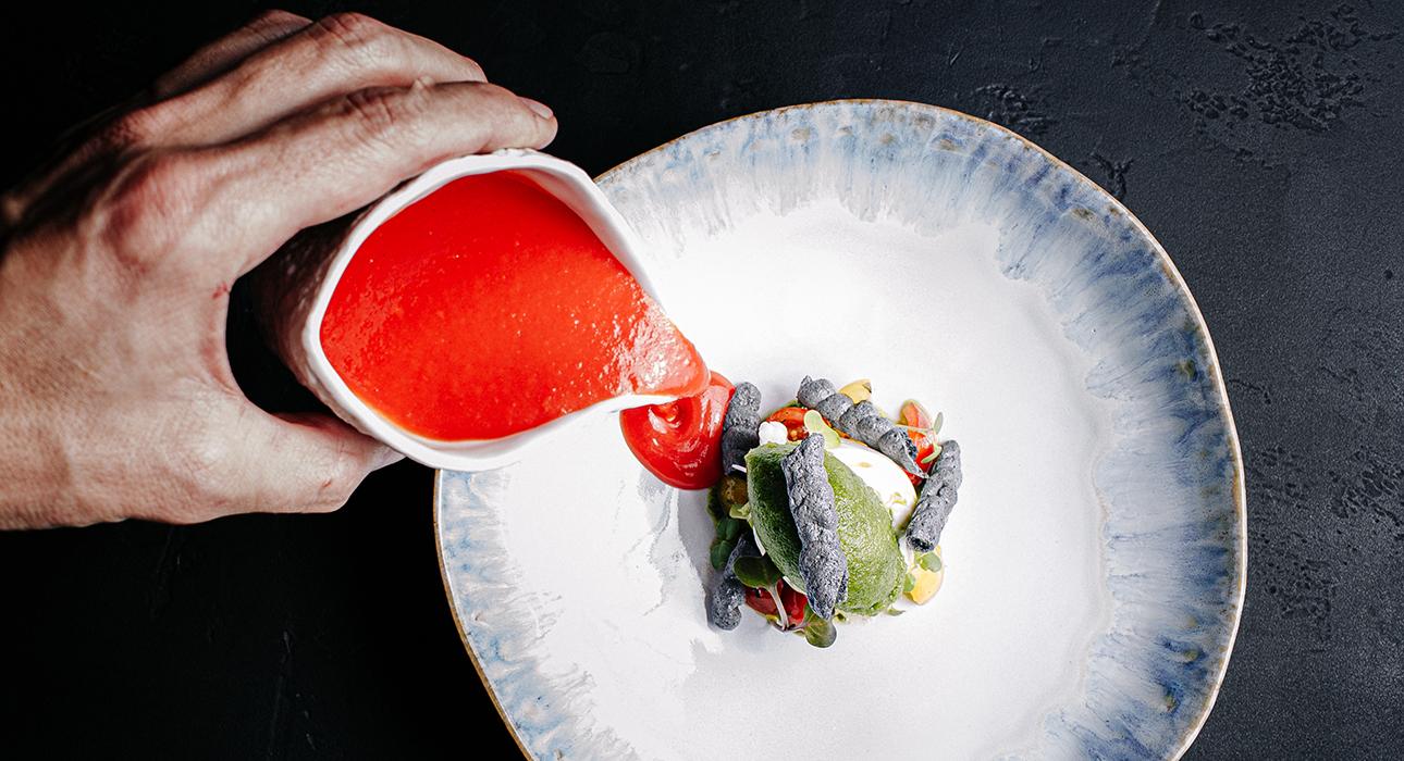 Едим не дома: встреча с космонавтом в Lola Pizza&Bar, путешествие в Италию вместе с Baci e Abbracci и автохтонный рай в новом винном ресторане Cepage