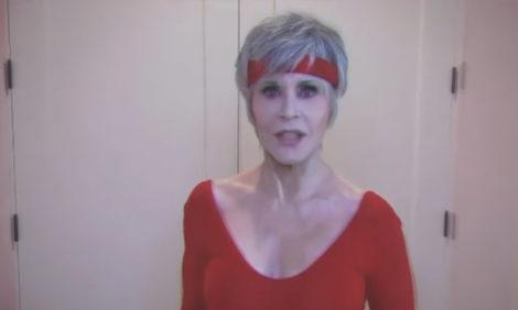 Джейн Фонда призывает голосовать зажигательной тренировкой