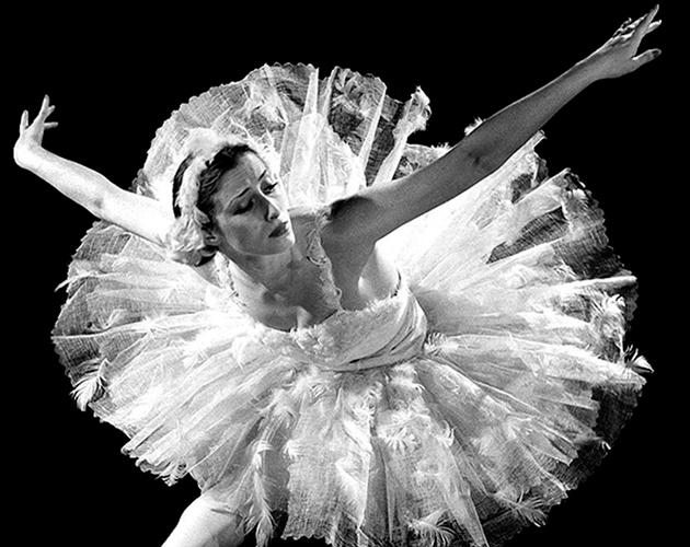 Сегодня в театре будут показывать одноактные балеты, посвященные великой богине танца. В программе вечера их будет три: «Приношение Майе», «Кармен-сюита» и «Concerto DSCH».  Работу Алексея Ратманского «Приношение Майе» на музыку Камиля Сен-Санса в аранжировке Родиона Щедрина с Дианой Вишнёвой и премьером Большого театра Денисом Савиным в Петербурге покажут впервые. Партию сопрано исполнит Кристина Алиева. Этот номер хореограф подготовил специально к юбилейному концерту в Большом, где с 2004 по 2008 год занимал пост художественного руководителя балета. В 2009 Ратманский стал постоянным хореографом Американского театра балета, но продолжает сотрудничать с российской балетной сценой.  Вечер, посвященный величайшей балерине XX века, дополнит «Кармен-сюита» с Дианой Вишнёвой в главной партии. Кстати, роль Кармен была золотой мечтой Плисецкой, которую ей удалось исполнить в 1967 году в постановке кубинского балетмейстера Альберто Алонсо.  На вечере будет представлена и другая работа Ратманского — «Concerto DSCH» на музыку «Концерта для фортепиано с оркестром № 2» Шостаковича (1957). Это второй «русский» балет хореографа, поставленный в 2008 году в New York City Ballet и перенесенный через пять лет на российскую сцену. В его названии талантливый хореограф намеренно использовал музыкальный автограф композитора. D.Sch. — четыре ноты, записанные в немецкой нотации, составляют инициалы Шостаковича. Что интересно, в этом балете нет литературного сюжета — главное в самом хореографическом «тексте». Известно, что до последних дней Майя Михайловна живо интересовалась всем новым и неординарным в хореографии и поэтому в числе первых поддержала хореографические опыты Алексея Ратманского.