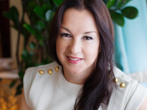 Главные по красоте: спа-эксперт Юлия Юханссон — о том, как правильно принимать витамины, в чем секрет счастливых шведов и почему так важен digital detox