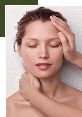 Новые антиэйдж-программы для лица в Clarins Skin Spa