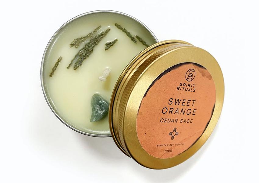 Свеча с эфирными маслами кедра, шалфея и сладкого апельсина, Spirit Rituals