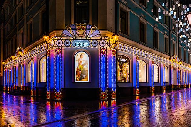 Дизайн & Декор: рождественские декорации бутиков Dior — и немного оливок