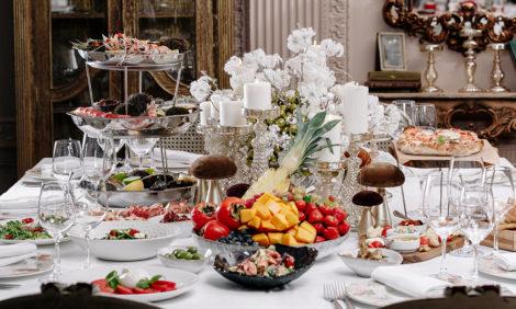 Новогодний стол навынос: коллекционные икорные наборы в «Белуге», пять сетов в Butler и праздничные корзины в Christian