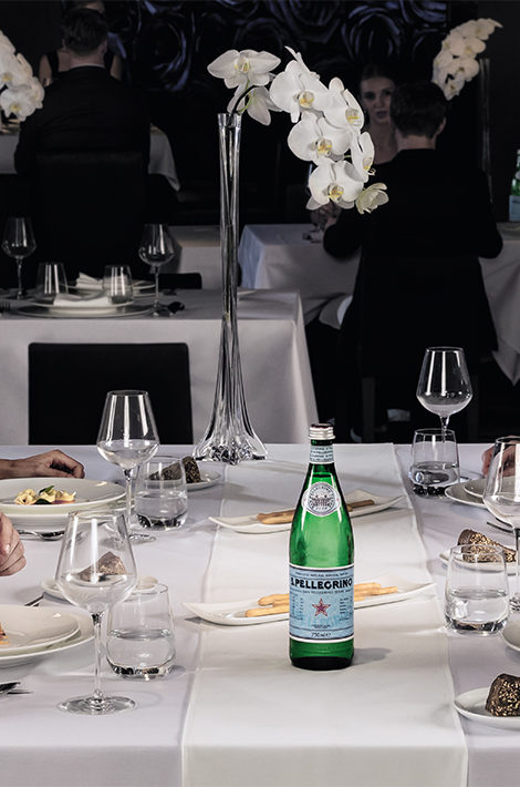 Секрет идеального новогоднего стола: проверенные рецепты, вино по рекомендации профессионального сомелье и… качественная вода