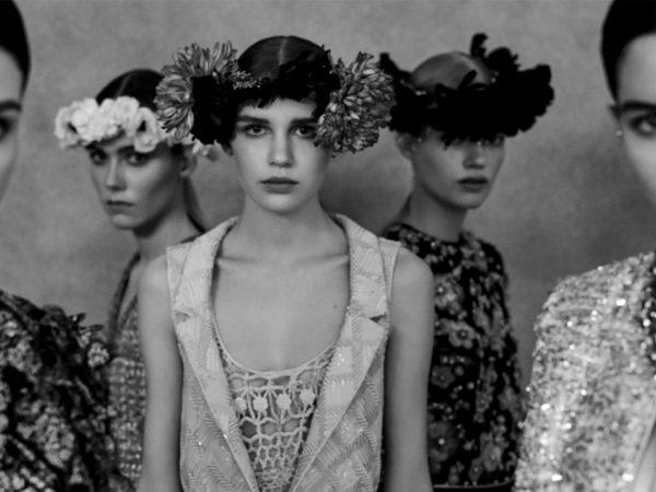 Be my Baby: в Париже показали кутюрную колекцию Chanel весна-лето 2021