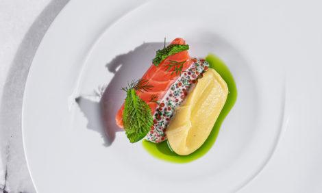 Едим не дома: завтраки в Yura и бистро SHE, новая винная карта в Loro и десертное меню в 800°С Contemporary Steak