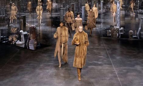 Ким Джонс представляет: показ женской коллекции Fendi осень-зима 2021