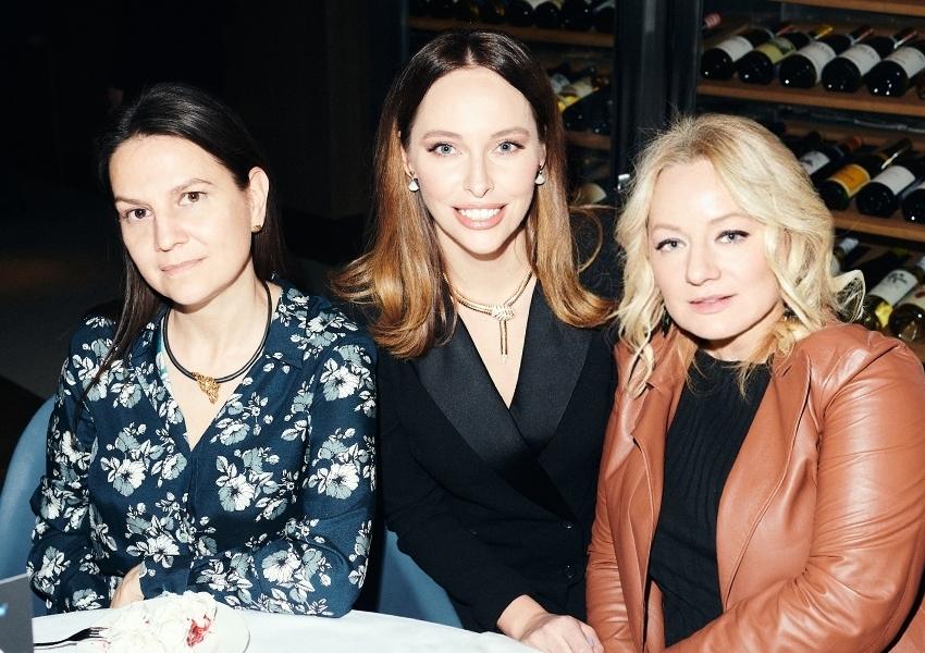 Екатерина Пугачева, Ирина Зарькова, Татьяна Сабуренкова (Posta-Magazine)