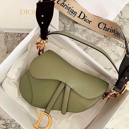 В топ-10 it-bags c 500 тыс. упоминаний каждая также вошли Celine Trapeze, Gucci Dionysus, Dior Saddle, Chanel Flap и Givenchy Antigonа