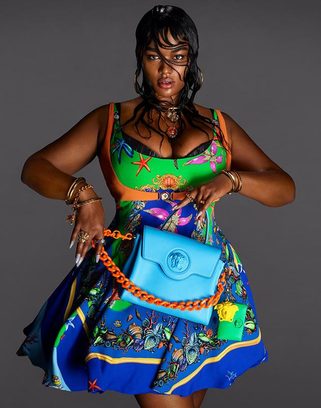 Дом Versace впервые пригласил модель плюс-сайз для съемок своей рекламы
