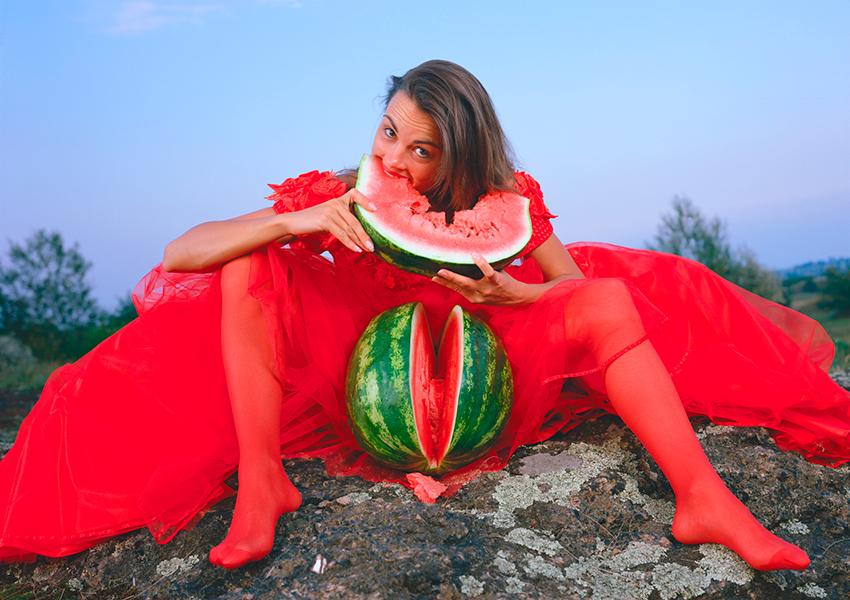 Кулик Олег. Девушка с арбузом из серии «Страхи белого мужчины» (1999)