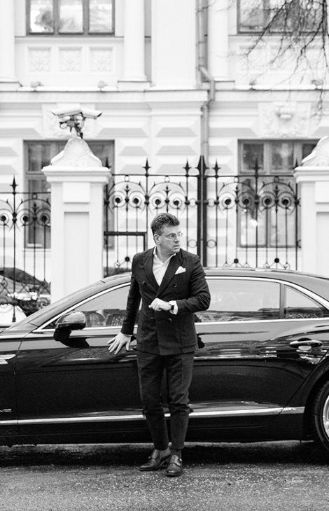 Men inStyle: один изсамых стильных мужчин встране Константин Андрикопулос— омоде как бизнесе, отсутствии Instagram илюбви ккрасивым авто