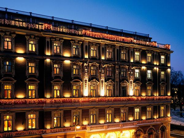 Идея на выходные: бранч, ужин и весеннее чаепитие в Гранд Отеле Европа