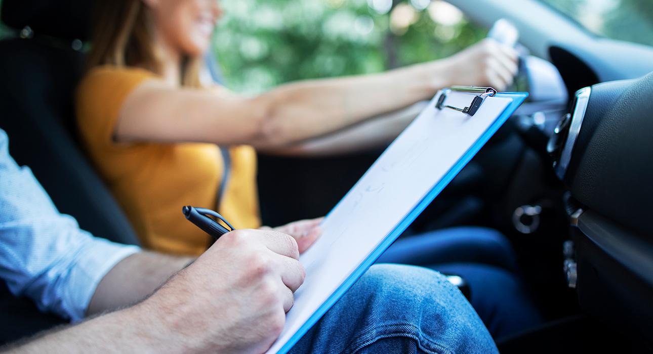 с 1 апреля в России вступают в силу новые правила сдачи экзамена на получение водительских прав