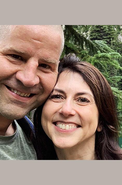 Пара недели: Маккензи Скотт— бывшая супруга самого богатого человека вмире, владельца Amazon Джеффа Безоса— вышла замуж