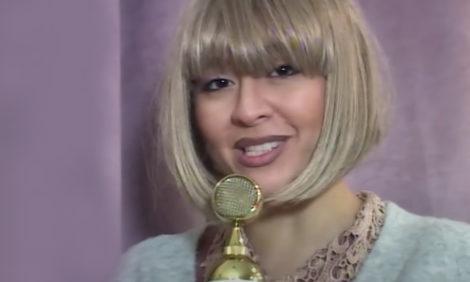 Видео дня: Манижа записала «расследование» о самой себе — в ответ на травлю по поводу ее участия в «Евровидении»