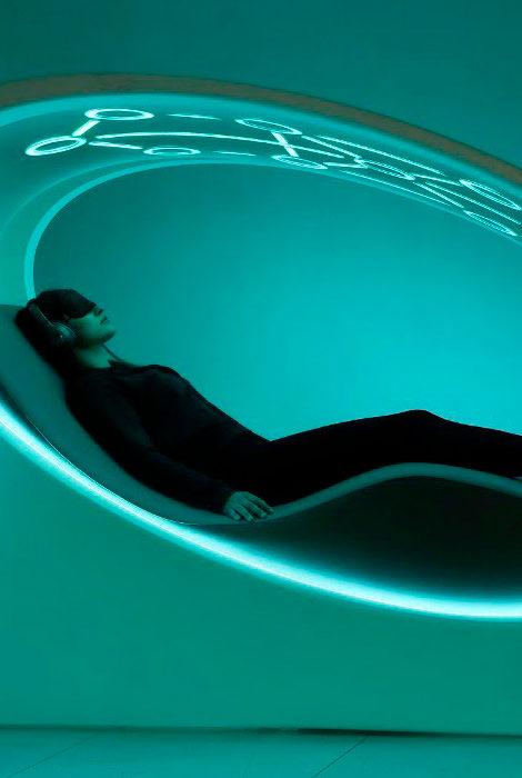 Новые бьюти-технологии: кресло для здоровья, очки для педикюра и маска anti-age