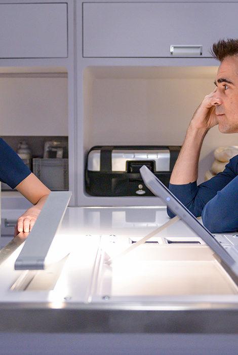 Триллер Нила Бергера «Поколение Вояджер» с Колином Фарреллом и Лили-Роуз Депп выйдет на экраны 22 апреля