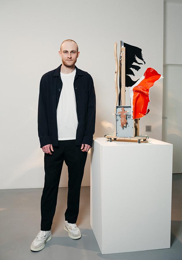 лауреатом конкурса Ruinart Art Patronat стал молодой художник Миша Бурый