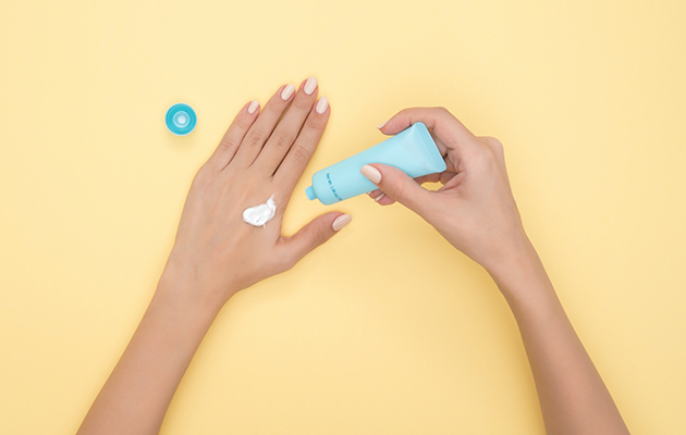 #PostaBeautyGuide: лучшие средства с SPF — макияж, уход и специальные продукты для лица и тела