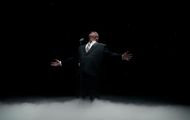 Видео дня: Тилль Линдеманн исполнил песню «Любимый город» на русском