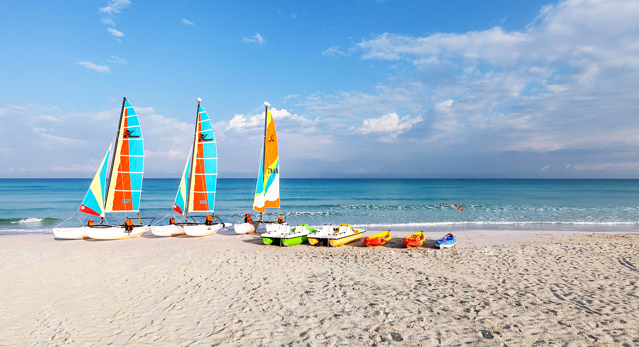 Куда поехать на майские: белоснежные пляжи Варадеро, борщ по-кубински и сокровища пиратов Кайо-Ларго