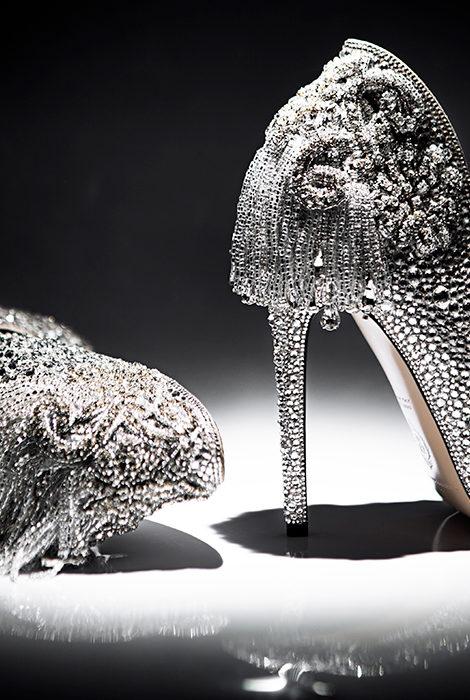 Style Notes: Александр Сирадекиан создал эксклюзивные туфли для сценического наряда участницы «Евровидения-2021»