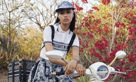 Dior x Vespa: эксклюзивный скутер и коллекция аксессуаров