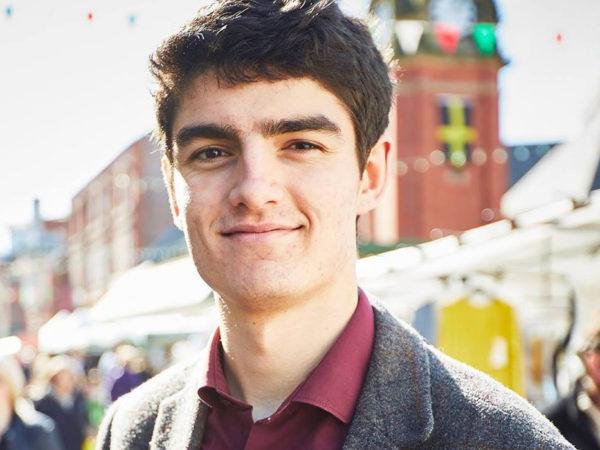 #PostaОбщество: Оуэн Хуркум из Уэльса стал первым в мире небинарным мэром