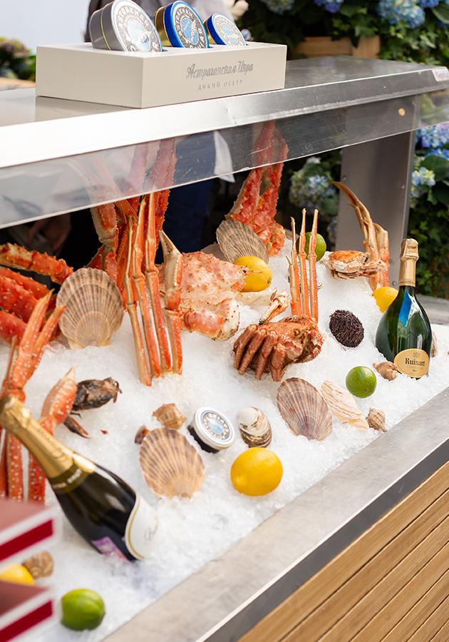 Едим не дома: мидийные четверги в Christian, сезонное меню в «Пифагоре», эксклюзивное шампанское в Wine&Crab и коктейльная вечеринка в «Кофемании»