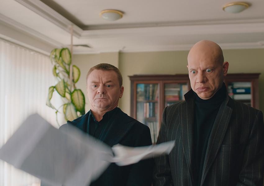 «Проклятый чиновник» Сарика Андреасяна — история на злобу дня с цитатами Путина и Медведева