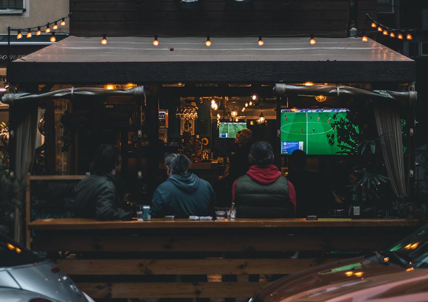 «Евро-2020»: «Кофемания», «Черетто Море» и другие московские рестораны, где будут показывать трансляции матчей Чемпионата Европы по футболу
