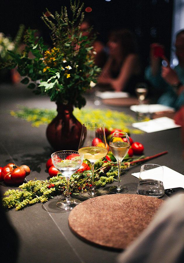За настроение ужина отвечал Louis Roederer, а за идеальный вкус выпитого — любимые многими сомелье бокалы Spiegelau (Simple Wine)
