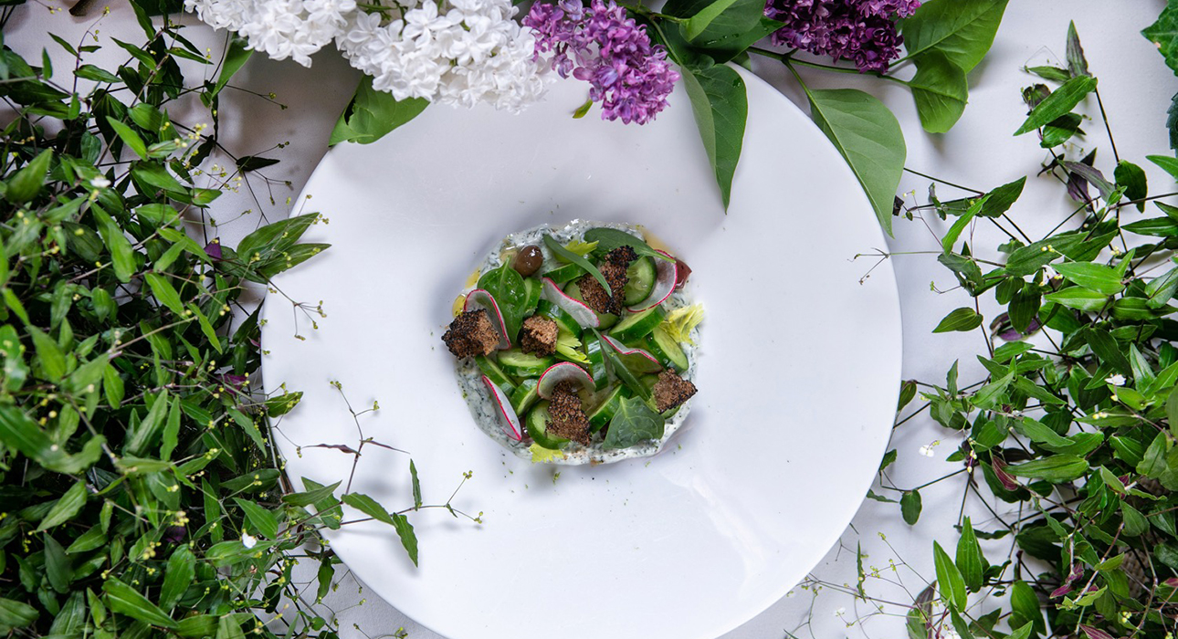 Едим не дома: летний сад Levantine, открытие Merlion Dine&Cocktails на Большой Никитской и гастроли El Copitas Bar в сочинском Bar London