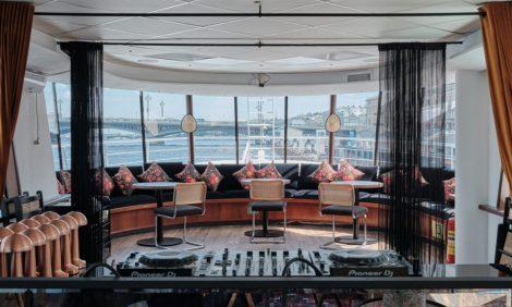 Едим не дома: новое японское бистро Coba Hand Roll Bar, гастроли Александра Лашуни в Sartoria Lamberti и открытие Cruise by Kuznya House в Санкт-Петербурге