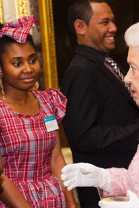 Британскую королевскую семью обвинили в многолетней расовой дискриминации сотрудников дворца
