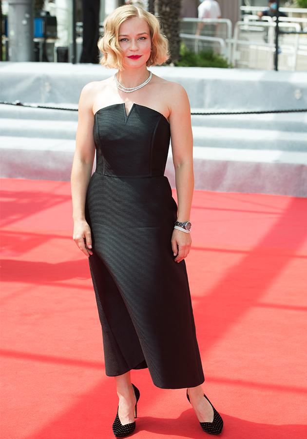 Юлия Пересильд в платье Tegin и  украшениях Mercury, в часах Rado