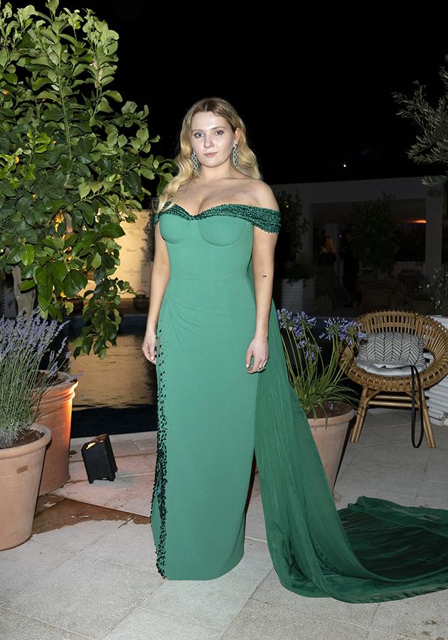 Эбигейл Бреслин в платье Dolce & Gabbana и украшениях Chopard