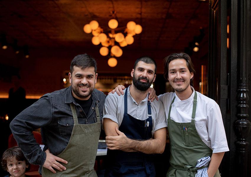 Владелец ресторана Михаил Мнацаканов, шеф-повара Артем Довлатян и Алмаз Искаков