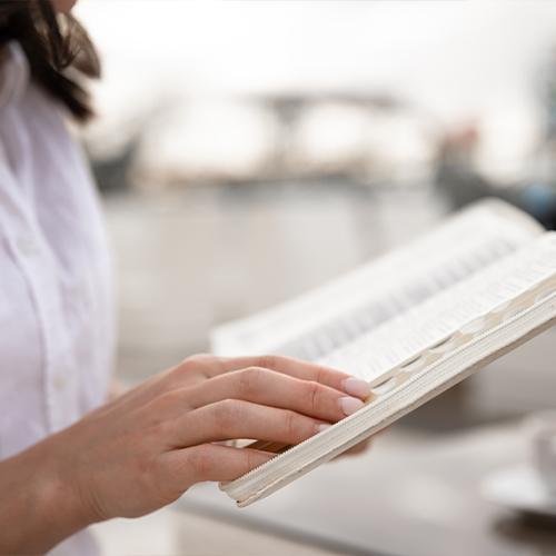 Книжная полка: нескучные завтраки, секреты фудпейринга и рецепты вкусного долголетия