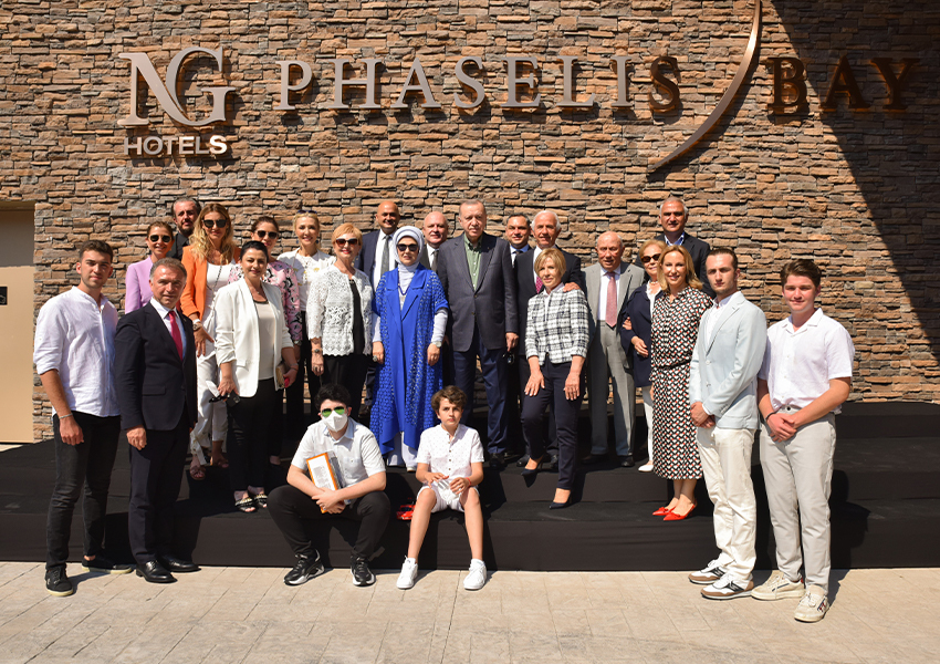 Президент Турции Реджеп Тайип Эрдоган и семья Гюрал на открытии NG Phaselis Bay