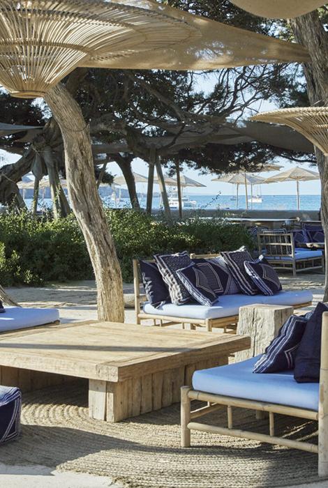 Travel News: пляжный клуб и бутик Burberry на Ибице