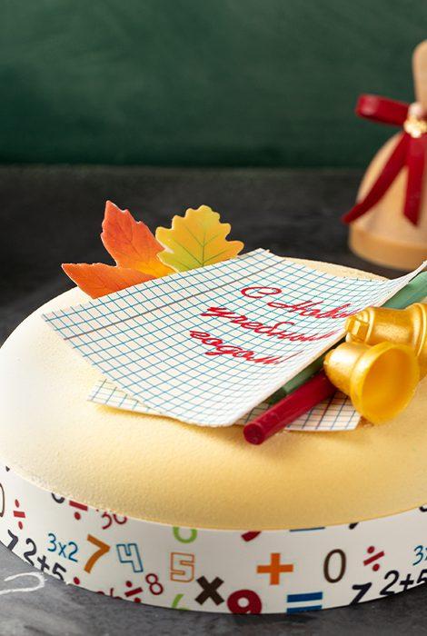 Едим не дома: мармеладные оценки, шоколадные карандаши, кубик-торт «Поп-ит» и другие предложения ресторанов ко Дню знаний