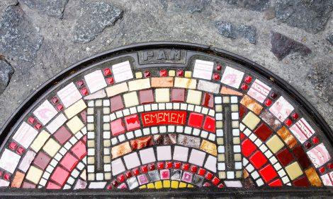 Design & Decor: как уличный художник Ememem «лечит» трещины на тротуарах по всему миру