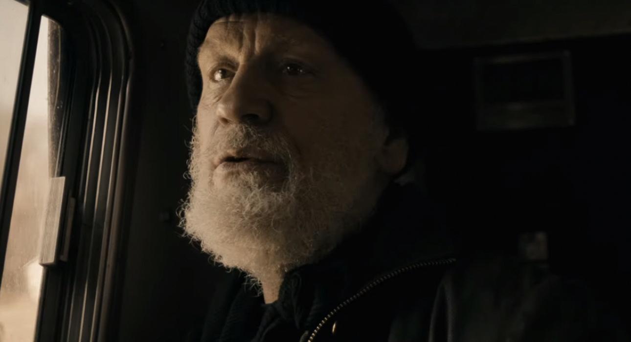 Трейлер драмы «Выживающий»: как Джон Малкович возрождает мир после пандемии