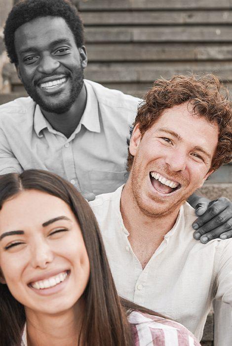 PostaОбщество: алгоритмы Twitter обрезают на фото темнокожих и предпочитают английский язык арабскому