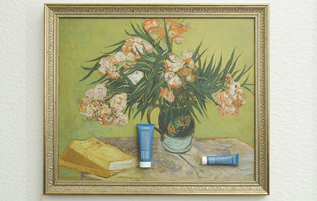 Крем для рук CDP на фоне картины Винсента Ван Гога «Олеандры»
