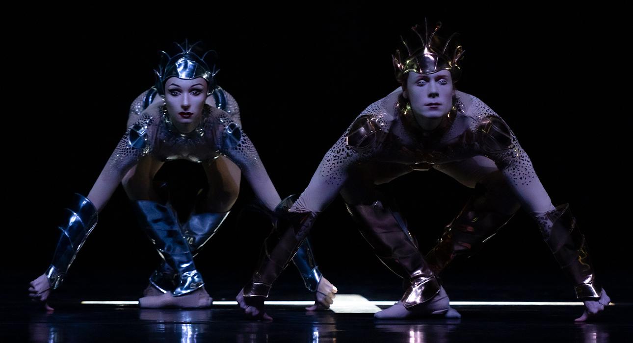 «Дягилев. P.S.»: танцоры-рептилоиды в костюмах Мюглера, «Лебединое озеро» Прельжокажа и выставка картин Владимира Васильева